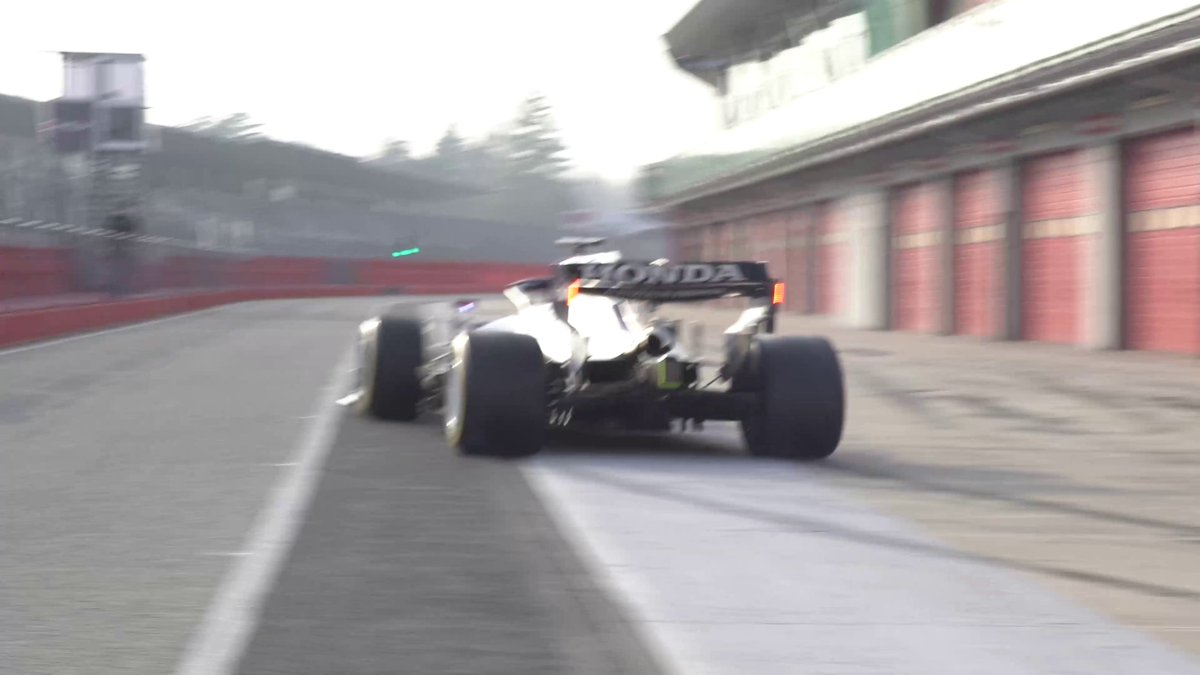 That sound 🤩  That burnout 😆  Over to you, @yukitsunoda07   #F1