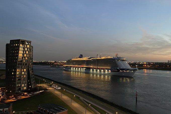 RT @hazewindusp: Cruiseschip Iona van P&O na bezoek aan Rotterdam weer richting zee. #Maassluis #rotterdam https://t.co/OVLhLVSx9W