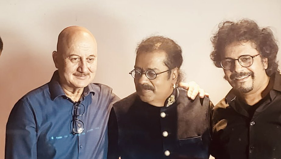 Delighted to attend the live launch of friends & the marvellous duo @SingerHariharan & @bickramghosh's album of love songs titled #Ishq. Wonderful to meet so many friends from the music world & from media. The songs are melodious & beautifully shot. Wishing them great luck. 😍🌺