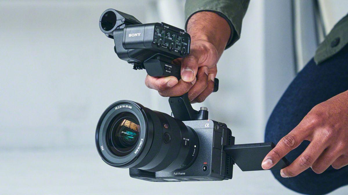 RT @Gizmodo: Sony's New FX3 Puts a Cinema-Quality Camera in Your Pocket