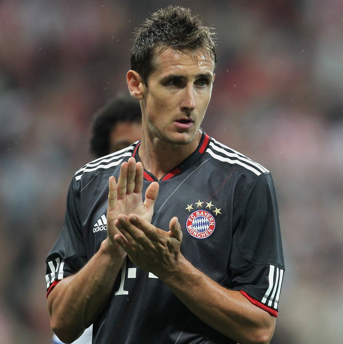 😀 Bayern assistant coach Miroslav Klose played for both clubs...   🔴 Bayern:  ⚽️5⃣3⃣   ⚪️🔵 Lazio: ⚽️ 6⃣3⃣  #UCL https://t.co/Qc8xo2Nba9