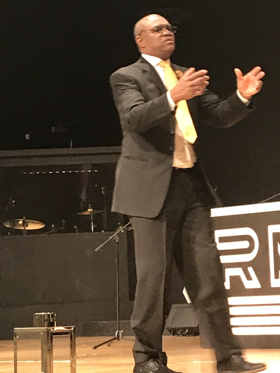 Randall Cunningham getting intense during his sermon Sunday at his church where he is pastor at Remnant Ministries in Las Vegas. https://t.co/zWf5YCWrD8