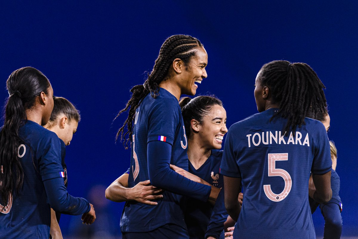 ⚽⚽ @WRenard has now scored in her last 7⃣ games for club and country - not bad for a defender 😍  France🇫🇷 secure another 2-0 friendly win against Switzerland🇨🇭  #WEURO2022