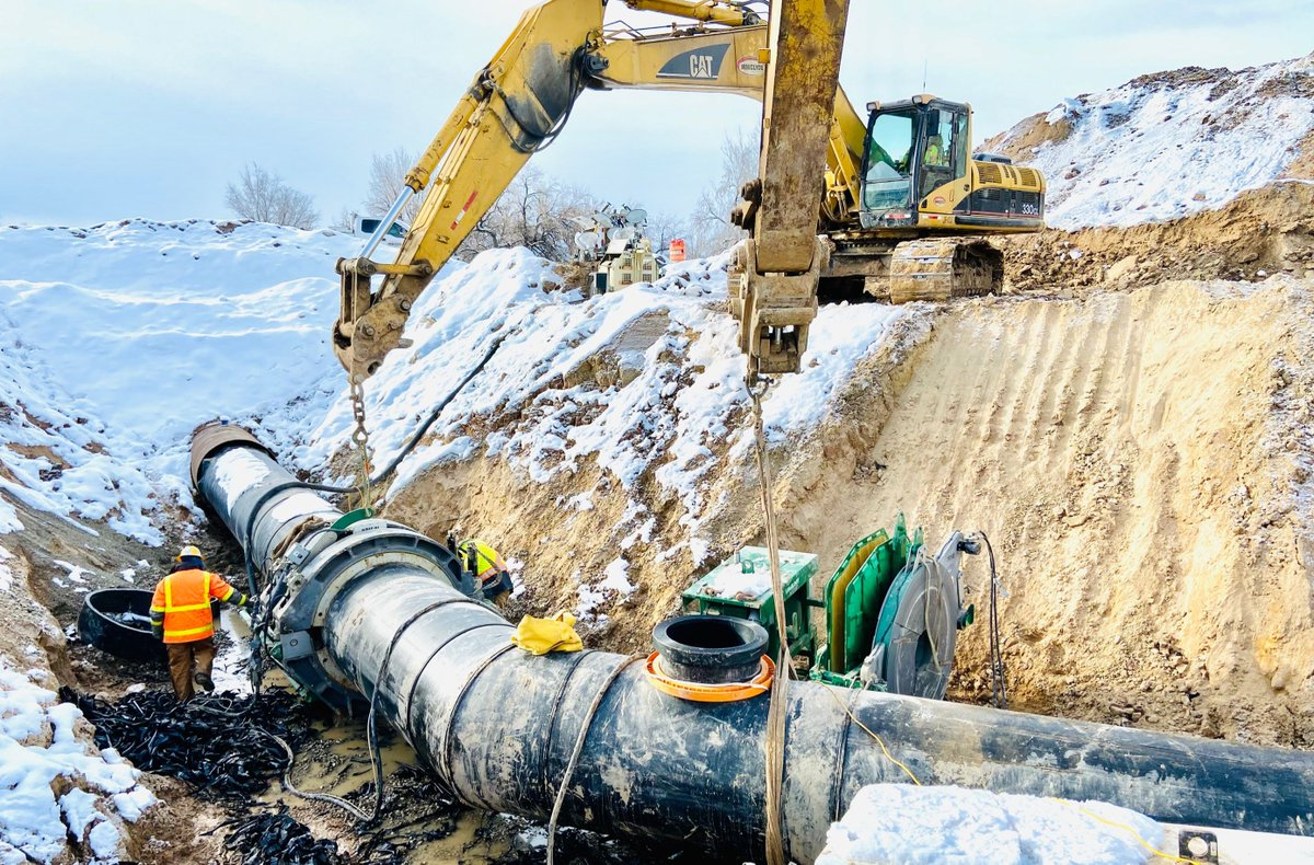 Improvise, adapt, overcome. Delayed starts, short timelines and extreme groundwater challenges (not to mention just a touch of snow), are no match for our crews. On track to hit our target completion date on the Layton Canal Relocation project for @UtahDOT  #WeBuildUtah #WWClyde https://t.co/w2NimzlrOD