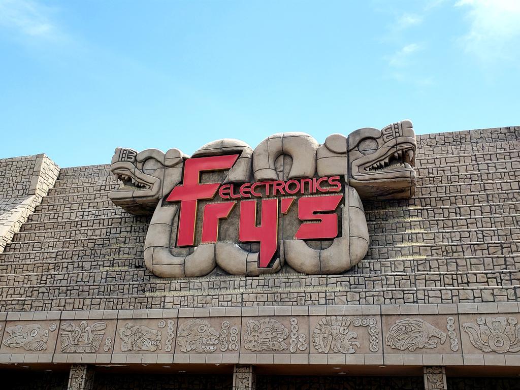 RT @Ret_Archaeology: RIP Fry's Electronics 1985 - 2021 https://t.co/zHKjVL42WC