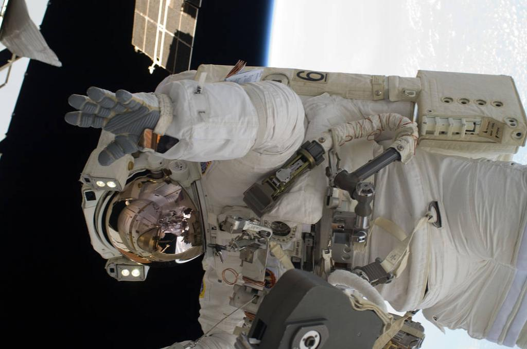 👨🏾🚀 Former NASA astronaut Alvin Drew waved as he became the 200th person to walk in the vastness of space! Drew conducted this spacewalk as a member of the six-person crew on the final mission of space shuttle Discovery. Get to know him:  #BlackHistoryMonth