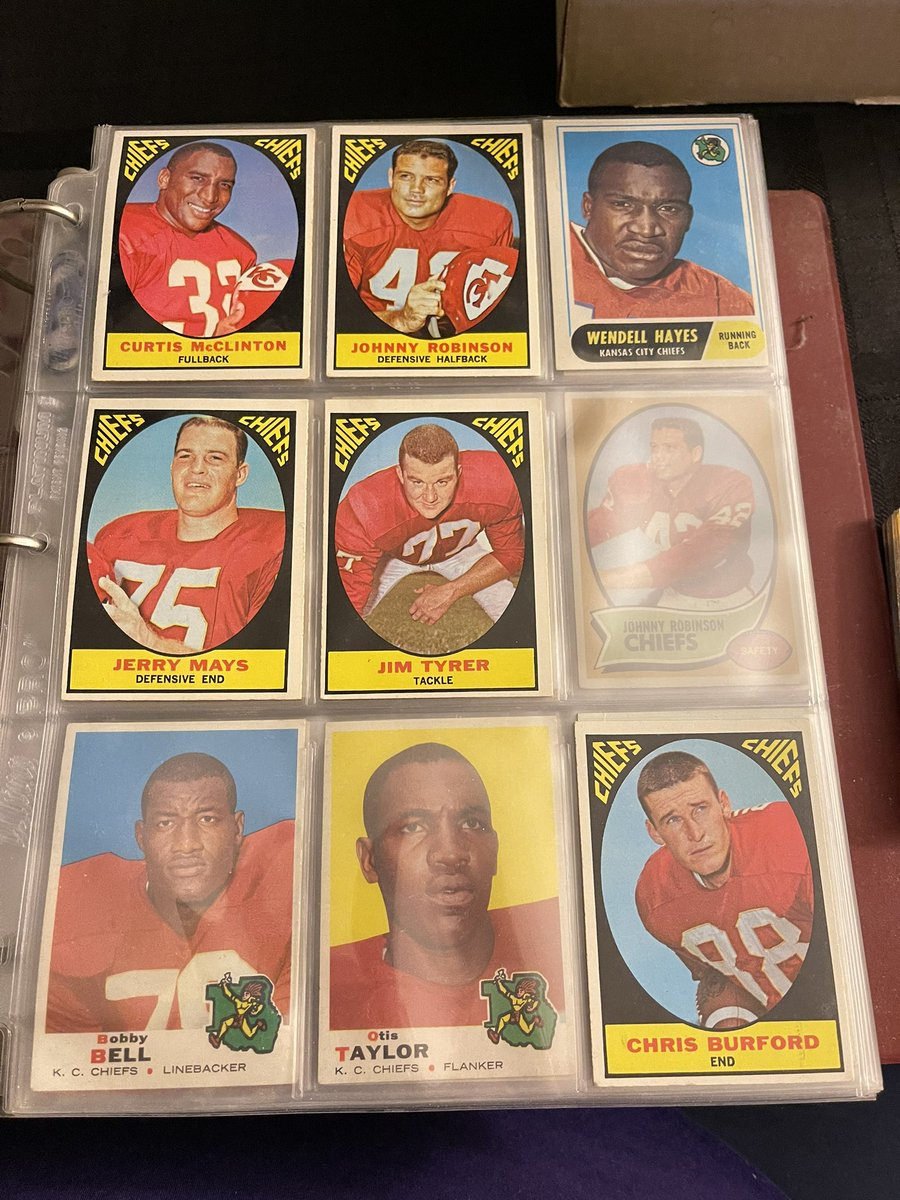 #KCChiefs any Chiefs Fans out there?  This is a binder of all Only KC Chiefs from 1966 to 1991. Several Len Dawson and Jan Stenrud Derrick Thomas RC, Okoye RC and more.  $120 plus $15 shipping USPS Flat Rate Box. @HobbyConnector @CardPurchaser @Hobby_Connect