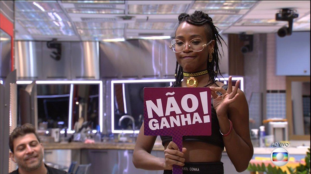 Replying to @vlucasrocha: @Anitta primeira vez que o 17 deixou o brasileiro feliz