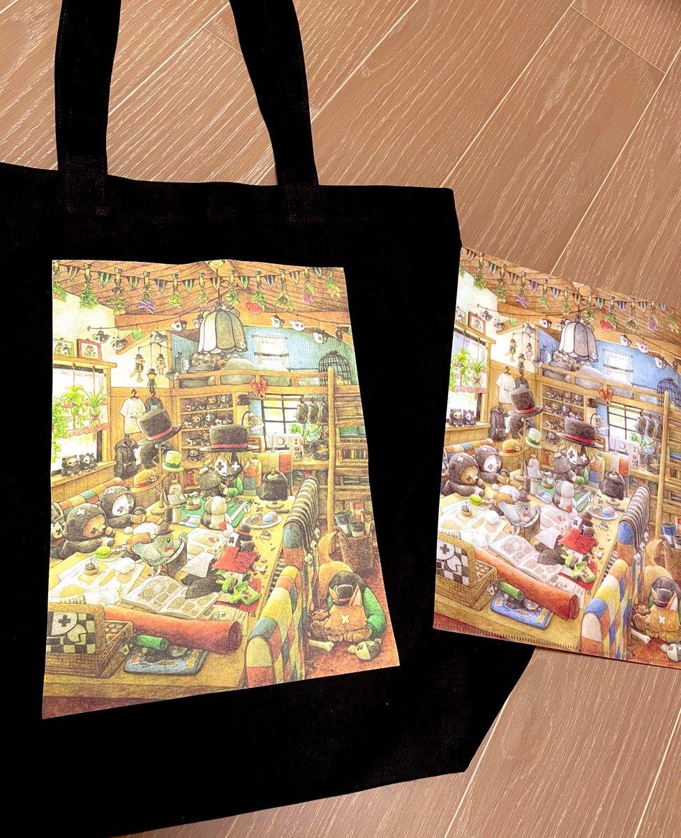 そしてこちらがトートバッグとクリアファイルです!! 俺が大好きなイラストレーターさんに描いて頂きました。小物も背景も全部可愛い!!というか凄すぎない!? トートバッグは中にポケットもある結構大きめのやつです!!
