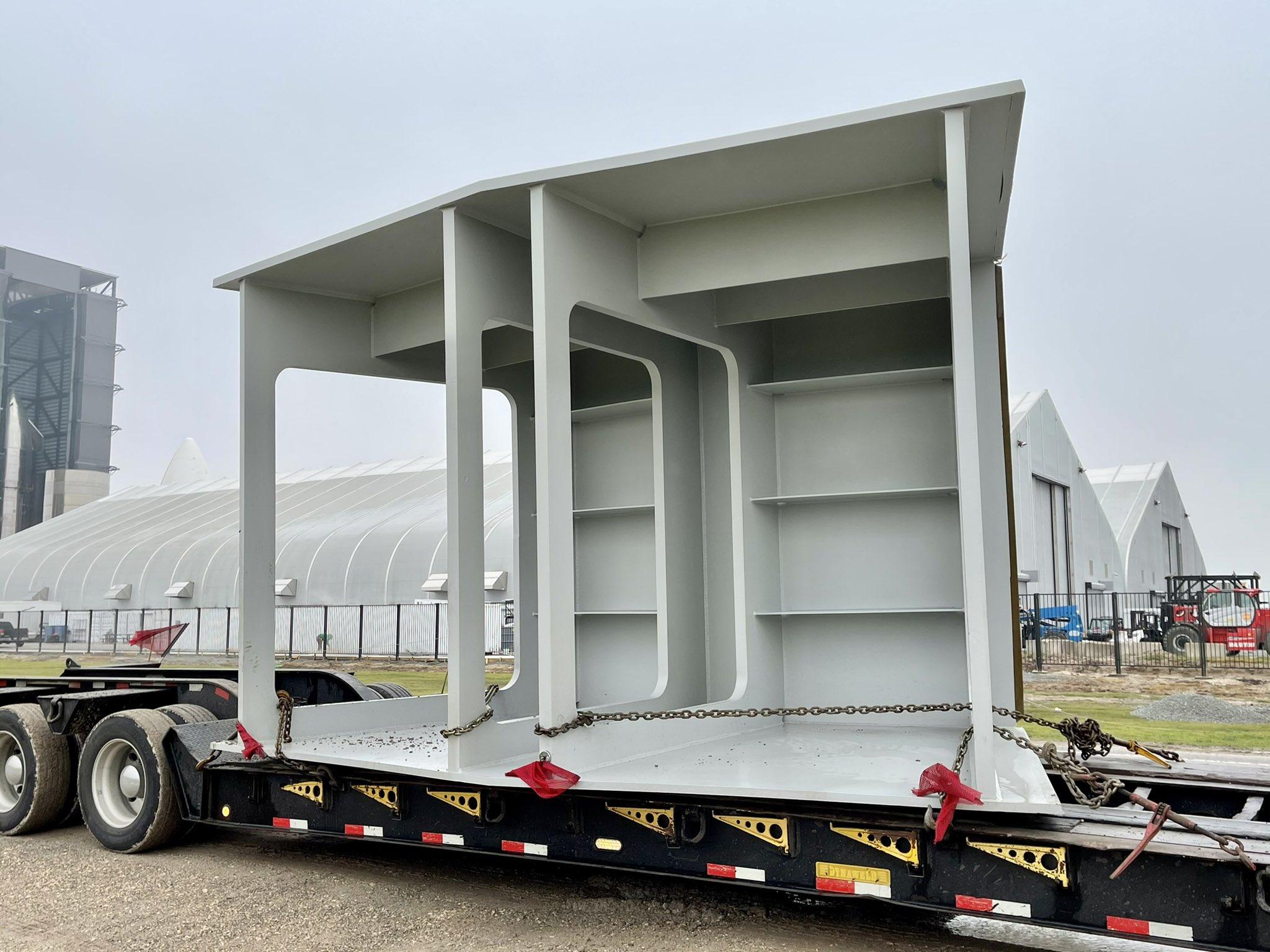 одна такая секция весит около 22 тонн