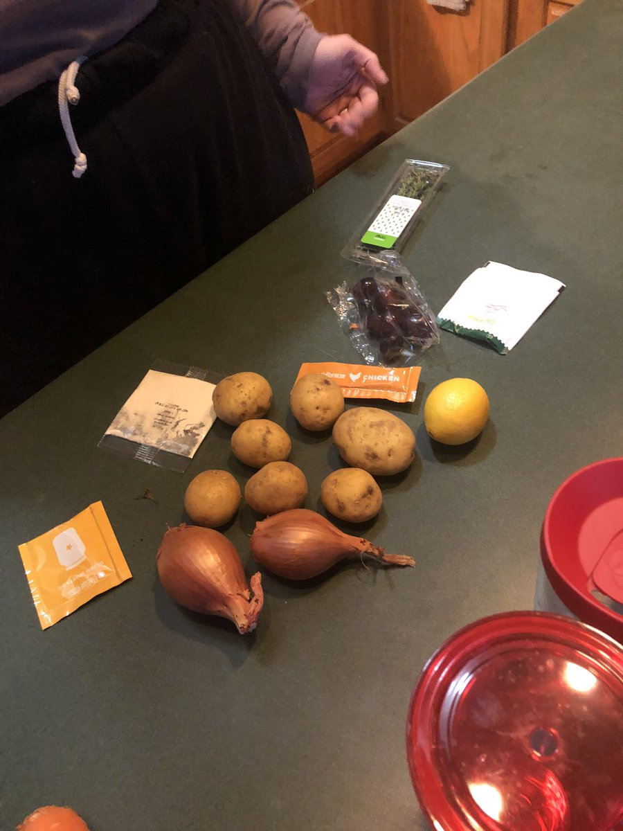 We're doing HelloFresh tonight and all the ingredients they gave us were too small except for THIS CARROT THAT CAN FEED A FAMILY OF FOUR