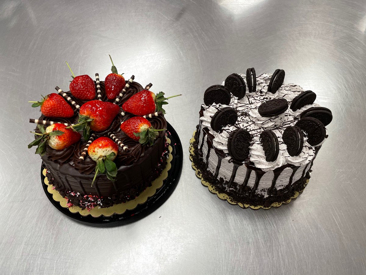 #FF @Miranda_Blu @Shinobi_Misa @mmorse1017 @ShadowedXHunted @shannonkeatingx @ShannonNoy @shotgunkittenxx chocolate ganache with strawberries or cookies n cream or both?
