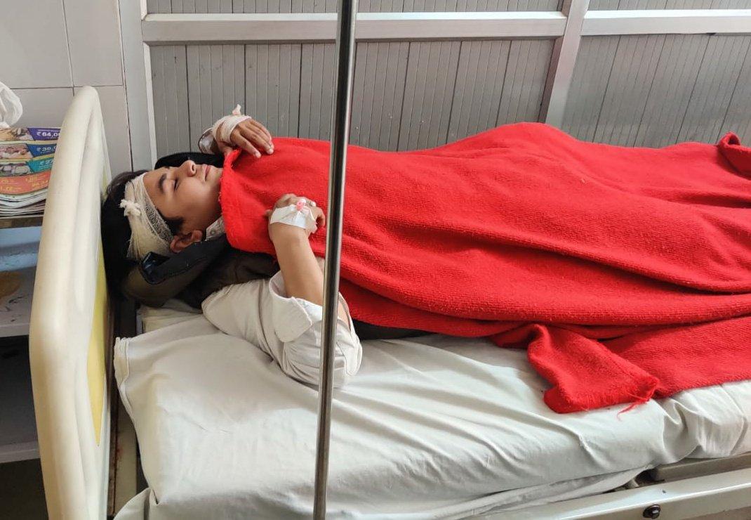 Arshi mengalami cidera kepala serius dan dirawat di rumah sakit setempat