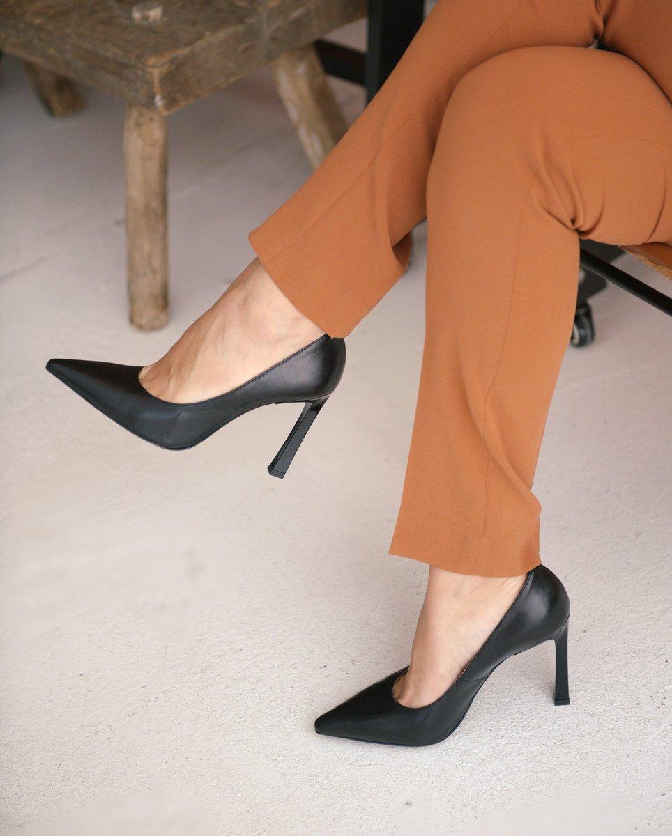 Туфли — та обувь, которая всегда будет актуальна!   Обойтись лишь одной парой не удается никому, а обилие стилей, фасонов и форм в 2021 году не оставят равнодушными ценителей прекрасного.   Материал подклада — натуральная кожа  Туфли чёрные купить ≫https://t.co/Kng5QBk55u https://t.co/3MlNHh7vmJ