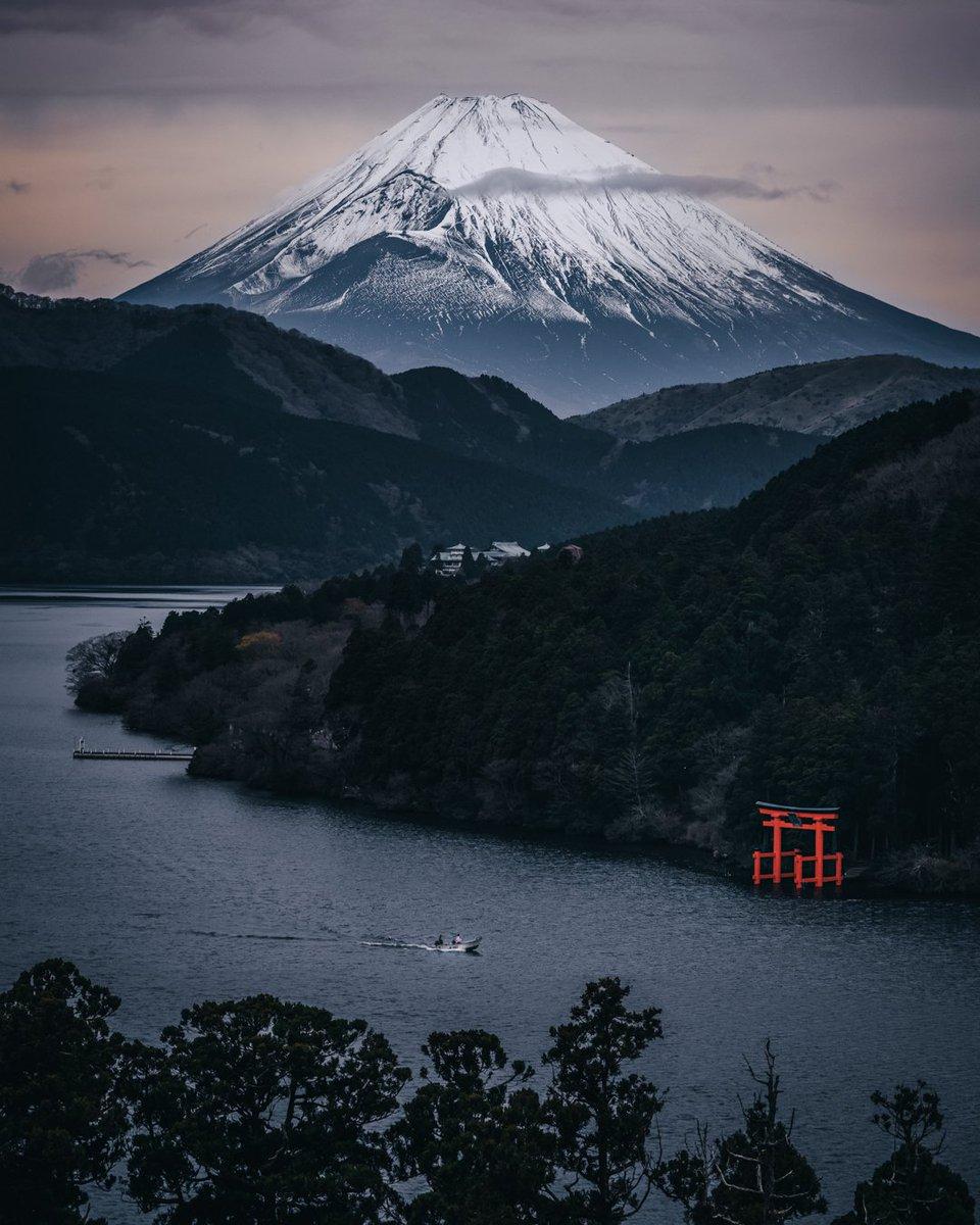 箱根から望む富士山がまるで水墨画のような景色だった日。