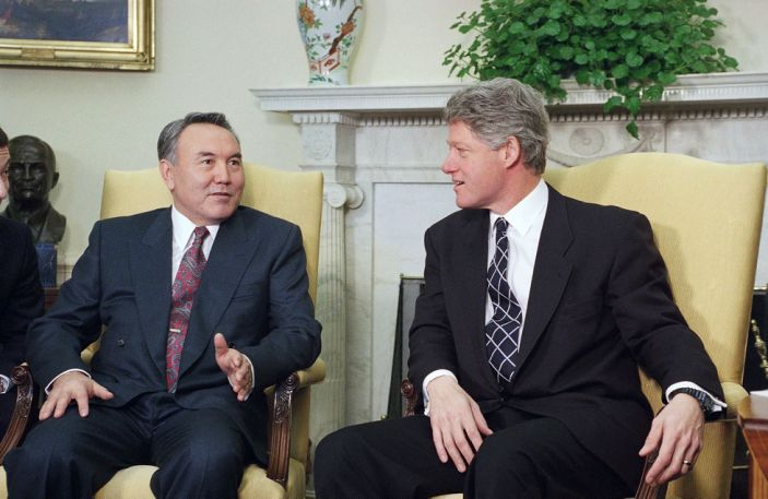 #OTD in 1994 #Kazakhstan President Nazarbayev presented his nations instrument of accession to the NPT to @BillClinton and agreed to jointly assess the consequences of Soviet nuclear testing #SecuringSemipalatinsk #CTR30 @USembassyKAZ