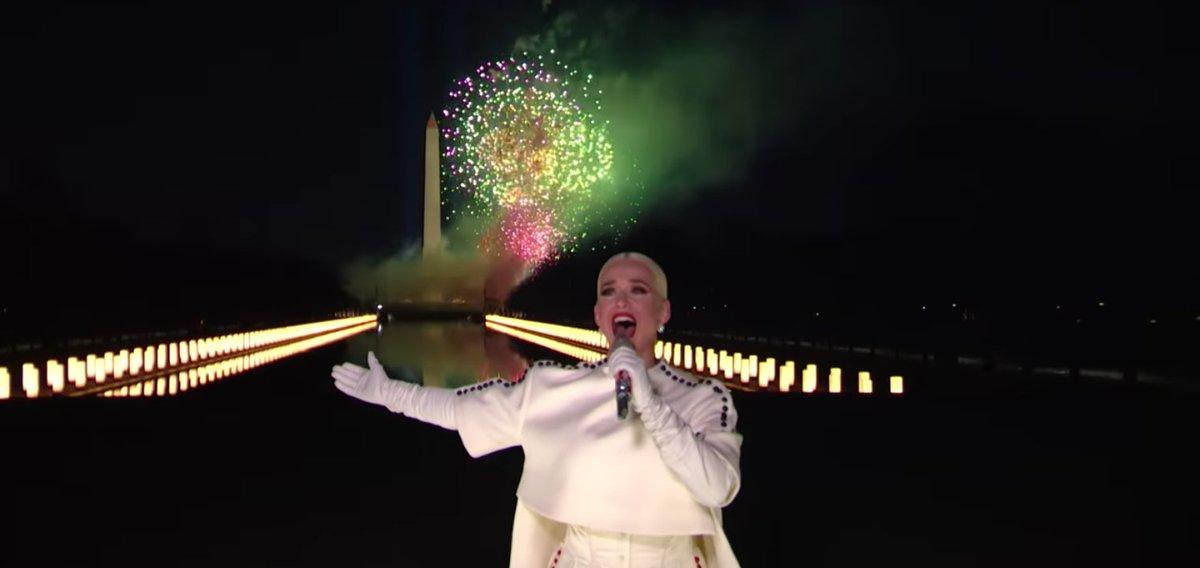 No lo había visto, fué un hermoso momento y mi Katy no podía faltar 💜 #CelebratingAmerica