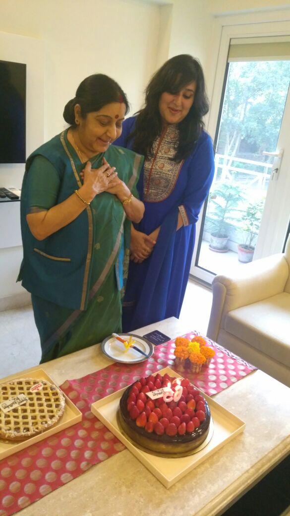 Happy Birthday माँ...केक अब फीका लगता है।  स्नेह और करुणा का मानवीय रूप है @SushmaSwaraj। आइए हम सब आज कीसी की मदद करें और माँ का जन्मदिन साथ मनाएं।  #sushmaswaraj