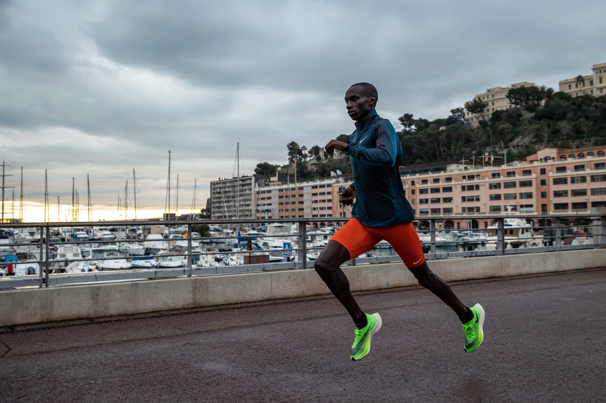 Last year Joshua Cheptegei left us in awe with a succession of magnificent performances. Tomorrow he starts a new racing season at the Monaco Run, a place he knows very well. Here we follow the last couple of days in a rainy Monaco as he prepares: youtube.com/watch?v=lHDM5J…
