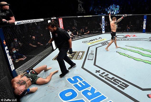 Fans watching the #DustinPoirier #ConorMcGregor Massacre. #UFCVegas18 #UFC #UFC258 #MMA #mrmacaroni #Germany #UK #NYC #LosAngeles #ImpeachmentTrial #imgxnct #bjj #BrazilianJiujitsu #Boxing #Mello #sport #Happy_CARAT_Day #HAPPYJAEHYUNDAY #HappyValentinesDay #suspended