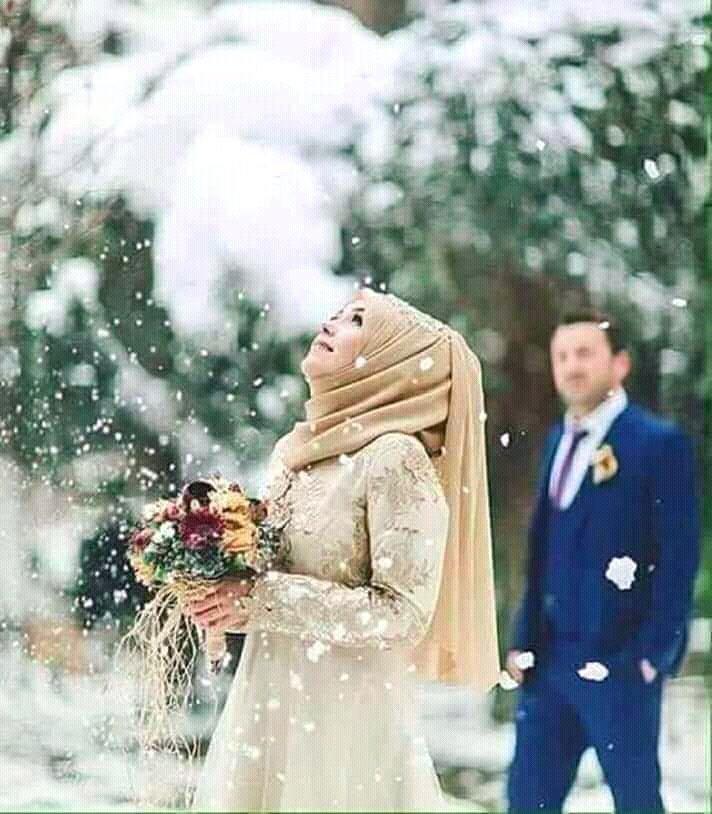 آج محبت کے اس خوبصورت دن کو محبت پیار سے منایا جائے  نا کہ کسی مولوی کے فتوے سے اس دن کو بے حیائی کا دن قرار دیا جائے   نام لیتے ہوئے محبت کا  میں بھی ڈرتا ہوں وہ بھی ڈرتے ہیں                                                       #جون_ایلیاء