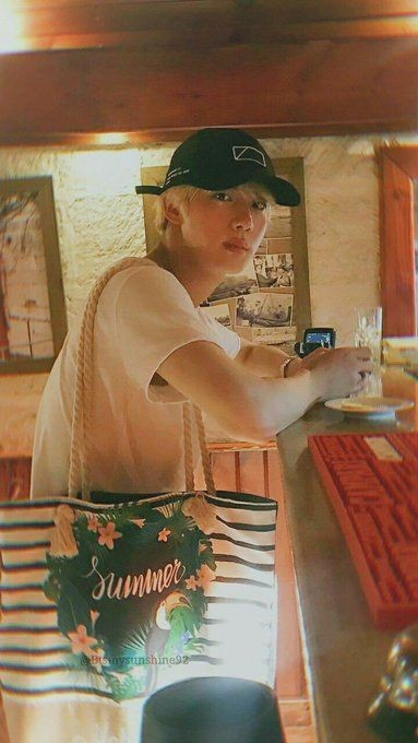 POV: You and Jin went on a date and you are so in love with the view so you captured it. #feelthefeels ❤️💌  Ps: jin is a type of boyfriend you'll never have 🤡 https://t.co/NMN9T9jGUQ