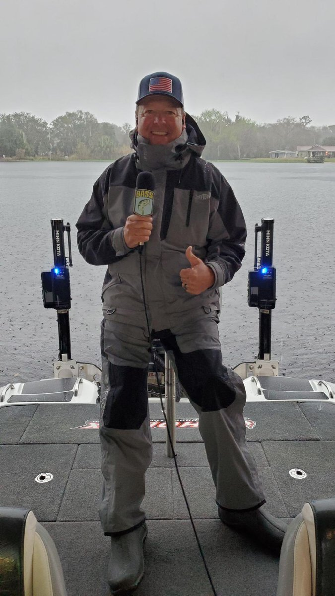 Who's ready for #championshipsunday??? Who's tuning in to @FS1? Who you got today? And did I cover all the appropriate questions??? 👍👊😁 @bassmaster #basslive
