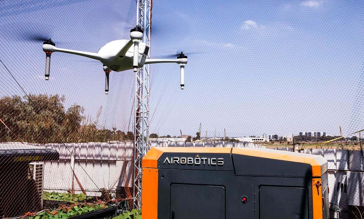 إسرائيل تغرد : اختراع إسرائيلي منقذ للحياة يهبط من السماء بدلا من انتظار سيارة الإسعاف: طائرة بدون طيار طورتها شركة…