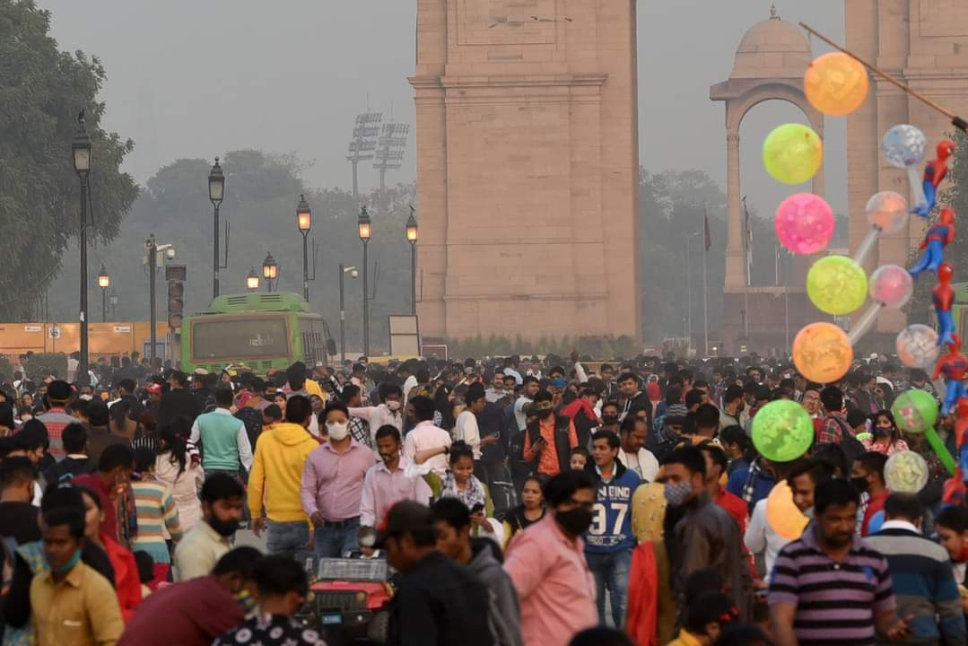 #ValentinesDay: A glimpse of how #Delhiites celebrated #ValentinesDay2021 at #IndiaGate   PS: Please don't forget to mask up when stepping out in public   #delhi #delhigram #delhidiaries