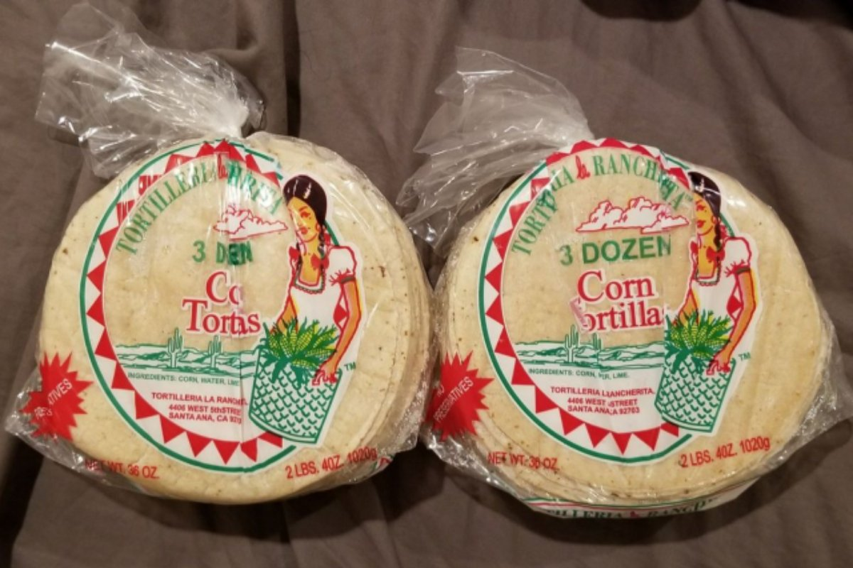 Even when love isn't in the air, it's always in our tortillas. #tortilleria https://t.co/zGJLvPV5Lj