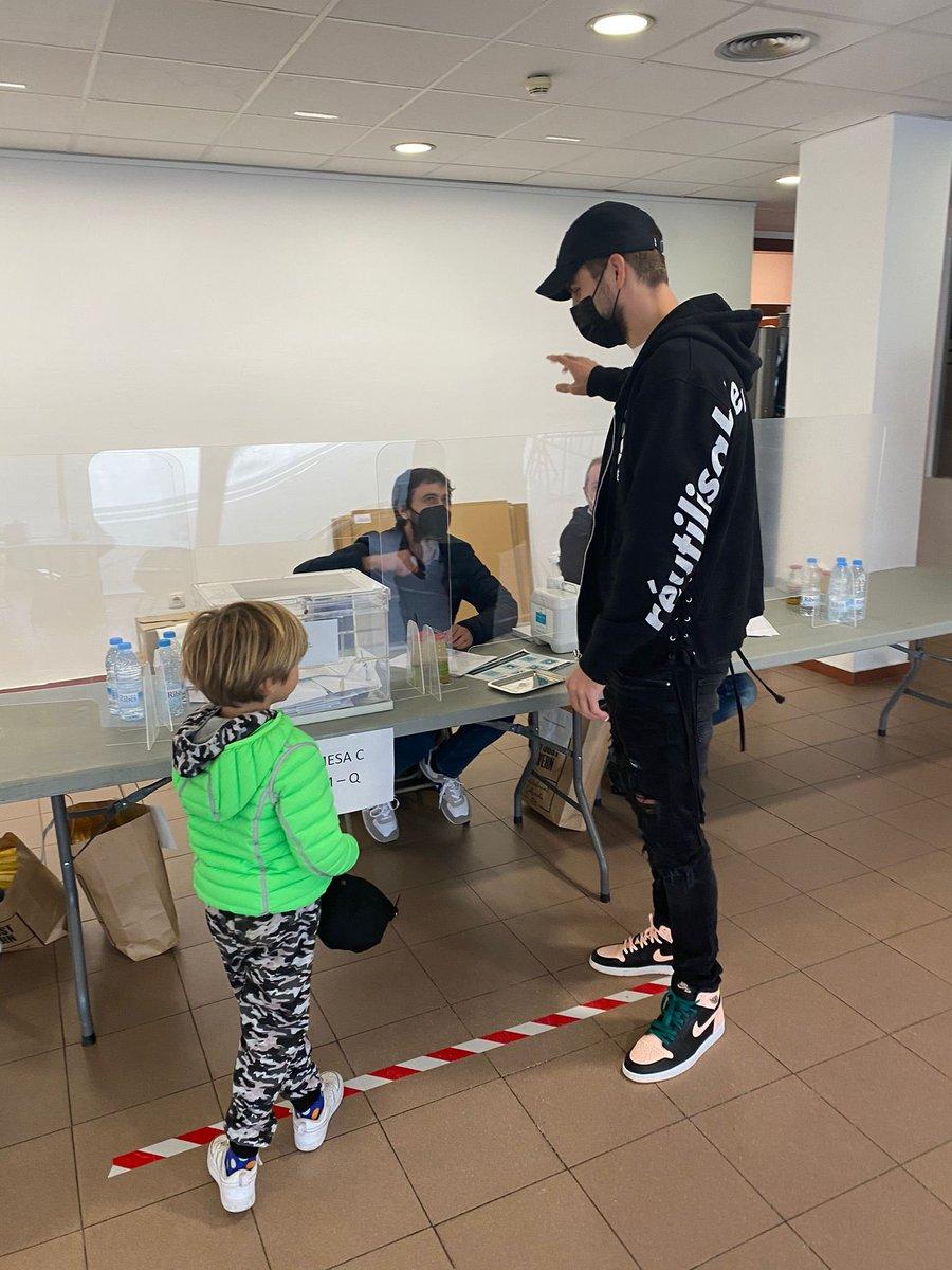 Anar a votar i veure el teu germà com a President de taula... 😂😃 #Eleccions