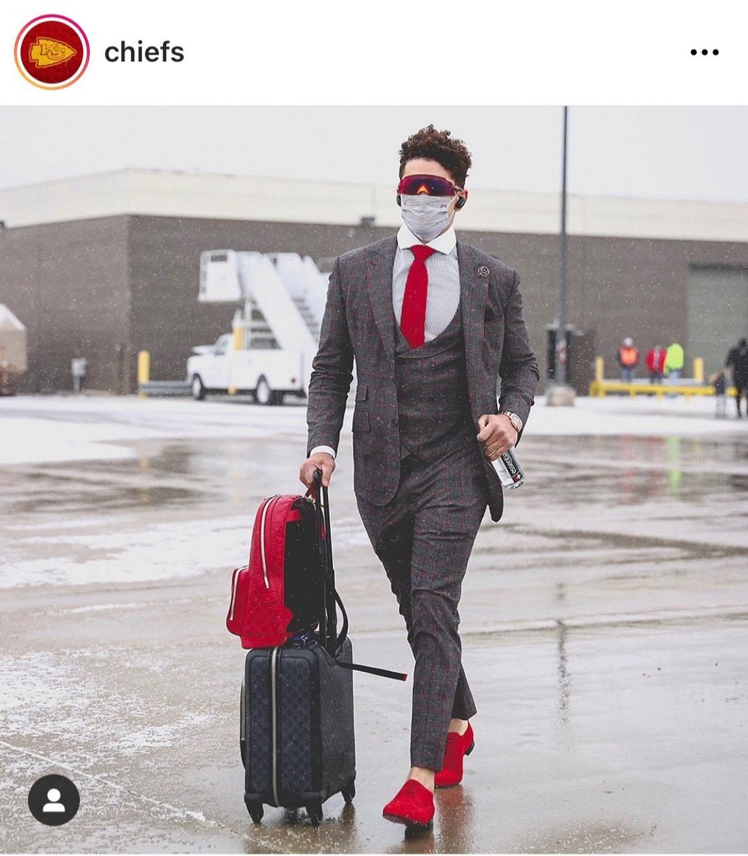 """Just because I had more than one person send me this photo and comment on my """"Mahomes style"""" shoes I had to share! Happy Valentine's Day @Chiefs fans! ❤❤❤❤🏈  #KCChiefs @CarriesHallmark #ChiefsKingdom @PatrickMahomes"""