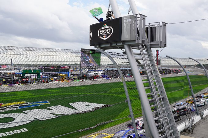 2 pic. Thank you @NASCAR https://t.co/3F4FTfdIyJ