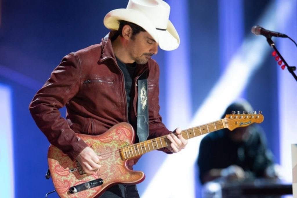 Gotdam @BradPaisley is RIPPPPPPING the roof off @theryman on the @opry #Opry95 show tonight. Absolutely pushing power through his Crook Tele and @drzamps Z Wreck Jr! 🤘🤠🤘#GrandOleOpry #BradPaisley #CrookTele #TheRyman