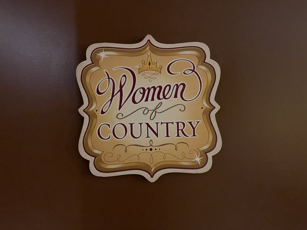 Replying to @opry: The Women of Country dressing room here at the Opry House is a special tribute to all of the women who have graced the Opry stage and blazed the trail for women in country music.   Who is your favorite female country artist? #Opry95