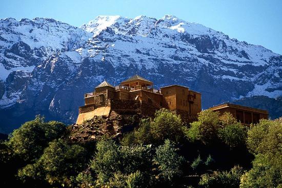 1/4جبل توبقال هو أعلى قمة في سلسلةجبال الأطلسويقع في #المغرب.هو أعلى قمة جبلية في المغربو شمال أفريقياوسابعأعلى قمة في أفريقيابعلو يبلغ 4167 م. ينتمي جبل تبقال إلى سلسلة جبالالأطلس الكبيرالتي يقع بجزئها الغربي. يوجد فيإقليم الحوزعلى بعد 82 كم جنوب مدينةمراكش،