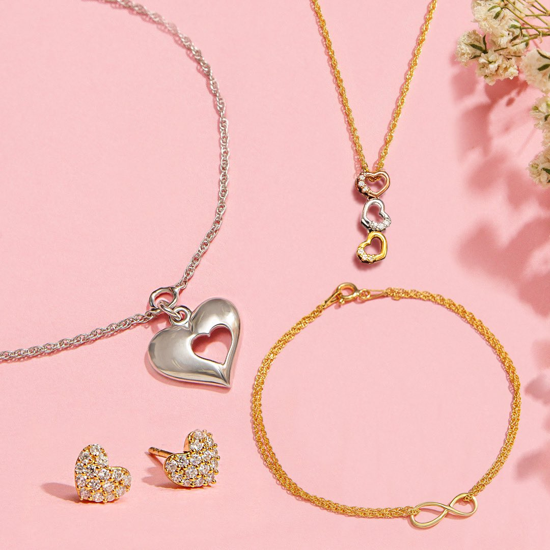 It's never too late for the V-Day celebration 😍• Gift some love all day & everyday 💝🥰  Shop here: https://t.co/4y8ZKeYEnY  #PipaBella #FashionJewellery #FashionAccessory #ValentinesGift #SeasonOfLove #ValentinesDay2020 https://t.co/3STbwCS55L