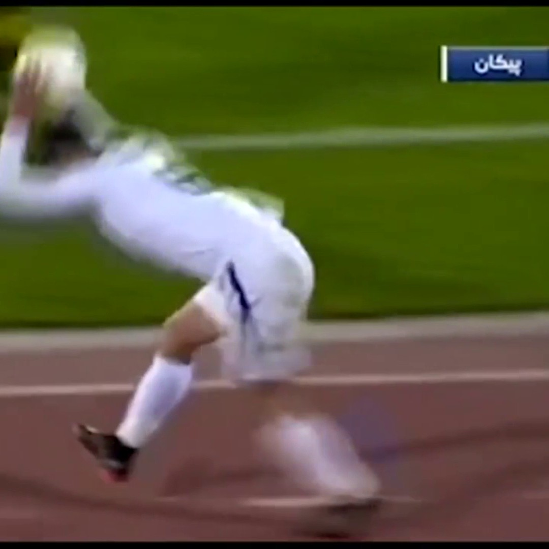 Rory Delap, eat your heart out 👀  Iranian defender Nader Mohammadi pulls off an incredible somersault throw-in from his own half