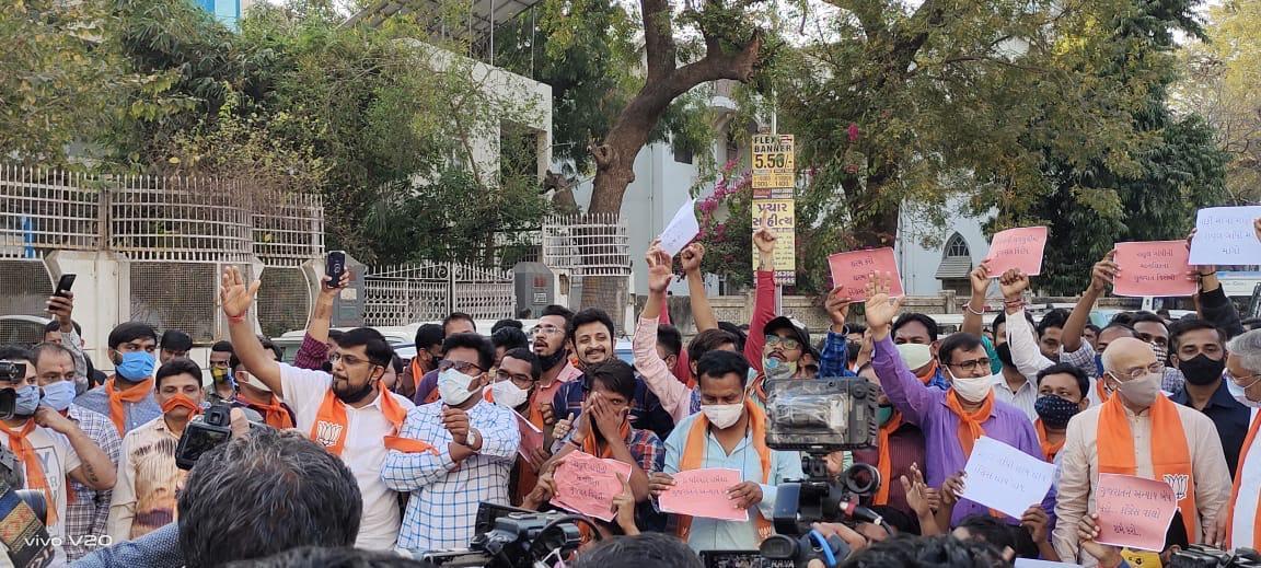 Gujarat BJP holds protests against Rahul Gandhi's remarks in Assam