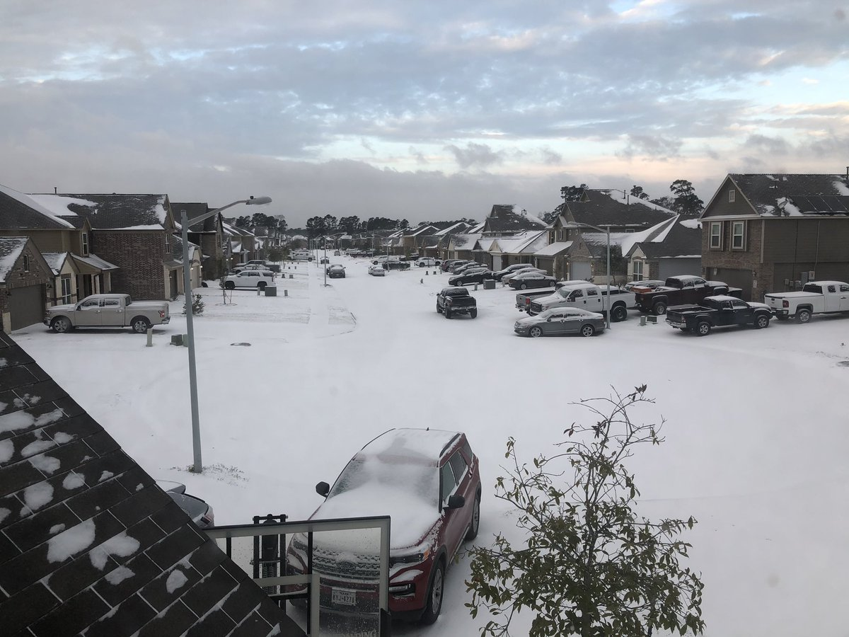 See @kcamp3 We get a little snow in the Houston area and everything is shut down! Granted it's still snowing here! And next week we'll be back in the 70's lol. #conroetx #SnowinTexas #wearenewatthis #TexasWeather #whendoesitstop