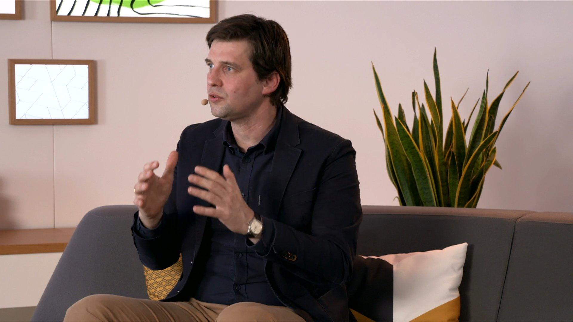 Dr. Maximilian Ahrens est CTO de T-Systems International GmbH. Il parle de souveraineté des données et GAIA-X lors d'ADN21