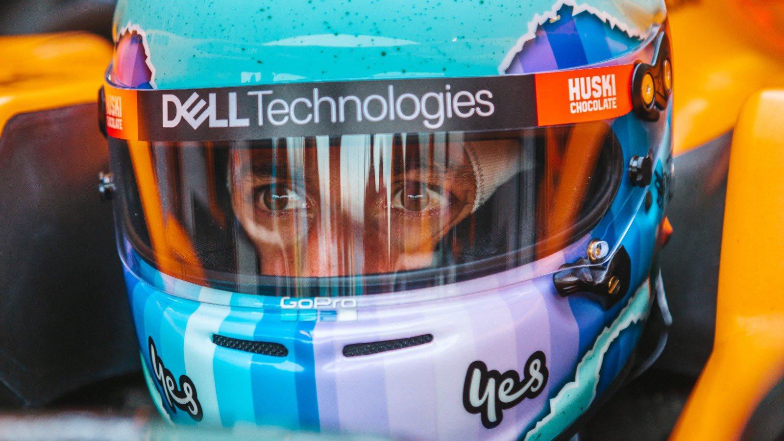 Daniel Ricciardo w McLarenie MCL35M, tor Silverstone, luty 2021