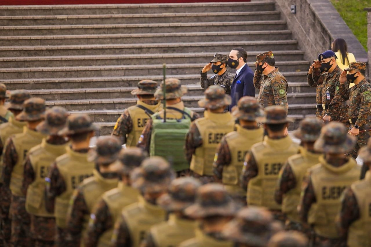 Vivanco: Peligroso que Bukele diga frente a soldados que no confía en el TSE