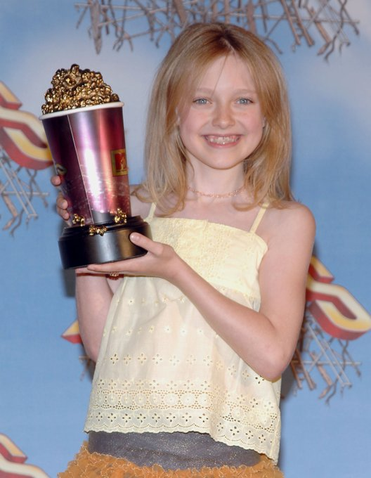 happy birthday dakota fanning throwback to her Best Frightened Performance win at the 2005