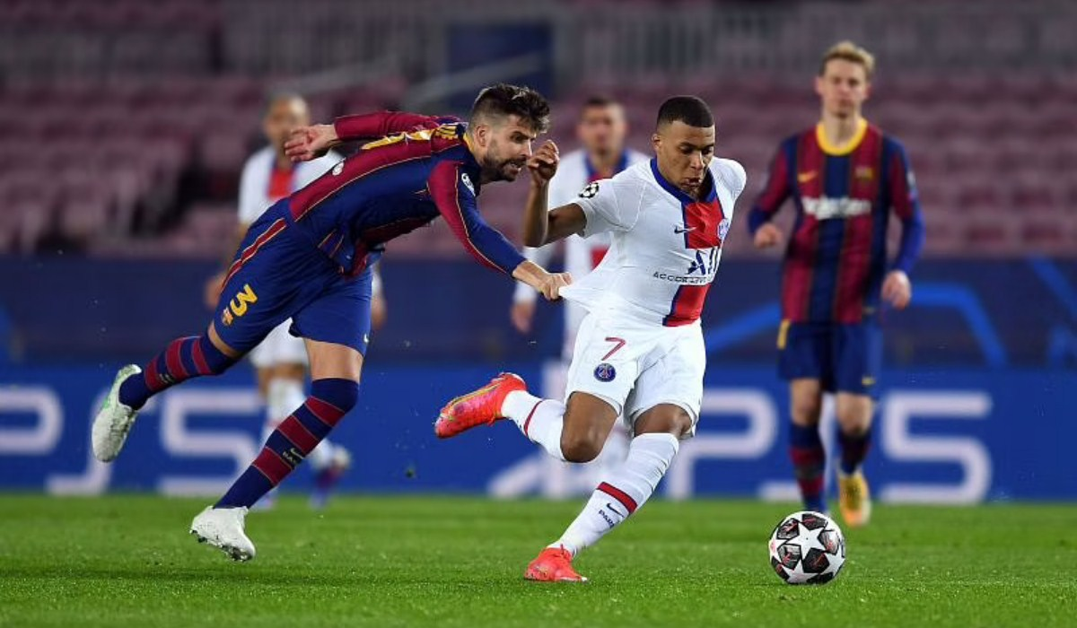 Momen Lucu Barcelona 1-4 PSG, Pique Marahi Sergino Dest Karena Kylian Mbappe - Berita Bola  #LigaChampions #Barcelona #GerardPique #KylianMbappe
