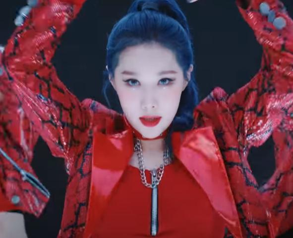 Me siento tan orgullosa de que en este comeback le hayan dado más líneas y tiempo en pantalla. HanDong no es relleno del grupo, ella tiene un vocal celestial y baile poderoso, ubíquense.  @hf_dreamcatcher #Dreamcatcher #HANDONG #oddeye