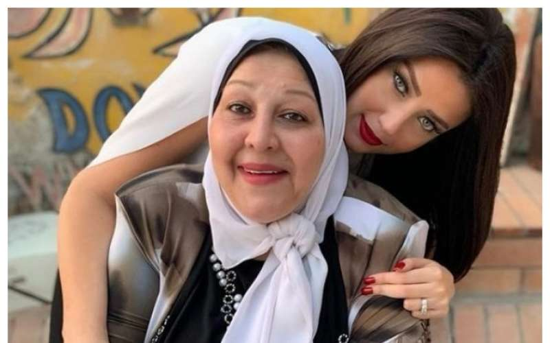 بوابة الوفد بعد إصابة والدتها بكورونا.. رضوى الشربيني أمى بين إيد ربنا دلوقتى