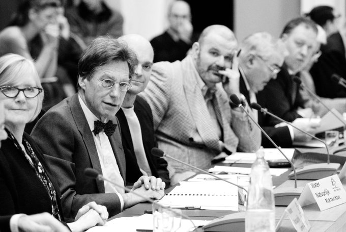 💙Rick ten Have - oud-fractievoorzitter @WNAGV - is overleden. Hij was een markant waterbestuurder; onafscheidelijk met pijp en vlinderdas. In 2015 ontving hij de Waterschapspenning voor ruim 25 jaar inzet, eerst bij Zuiveringschap Amstel & Gooiland, daarna in ons @waterschapagv.
