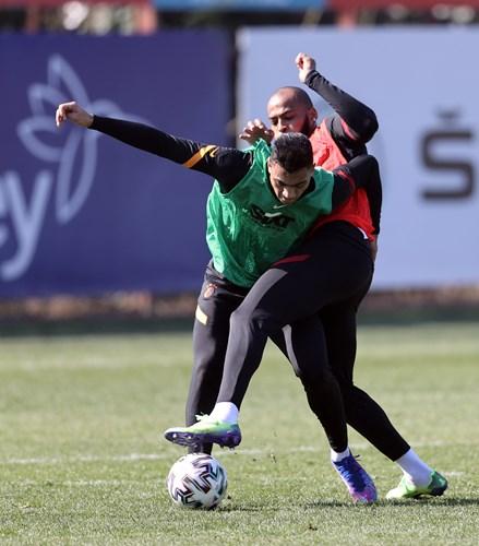 تدريبات قوية لمصطفى محمد مع جالاتا سراي استعدادا لمواجهة ارضروم سبور السبت المقبل في الدوري التركي 🦁