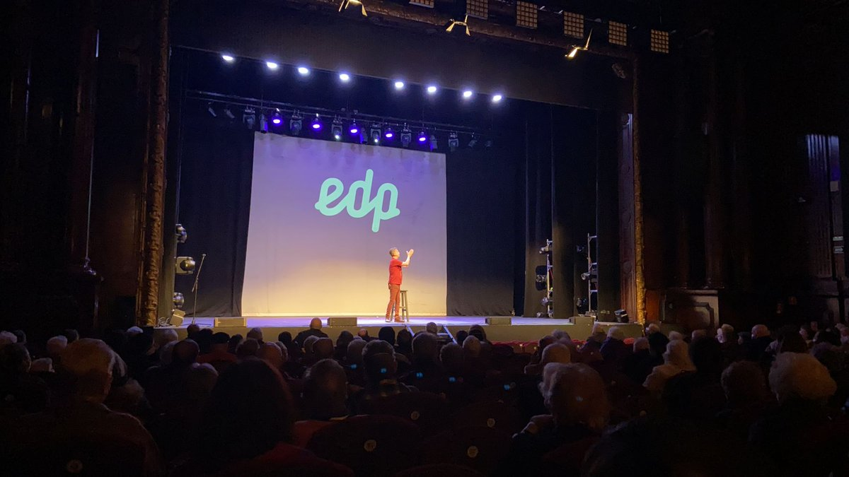 test Twitter Media - De la mano de @EnergiaEDP llevamos a los residentes de nuestros asociados al @teatroedpgv de Madrid donde, cumpliendo con todas las medidas de seguridad, están disfrutando de un monólogo de @Santihumor dedicado a las #personasmayores. 💚🧓 #CulturaSegura https://t.co/f9uajSRZvO
